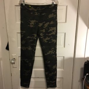 NY & Co SOHO High Waisted Pull on Camo Legging Med